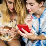 Zu Weihnachten ein Smartphone verschenken: Das sollten Sie beachten