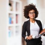 Die Wahl der richtigen Business-Kleidung für Damen: 5 Tipps